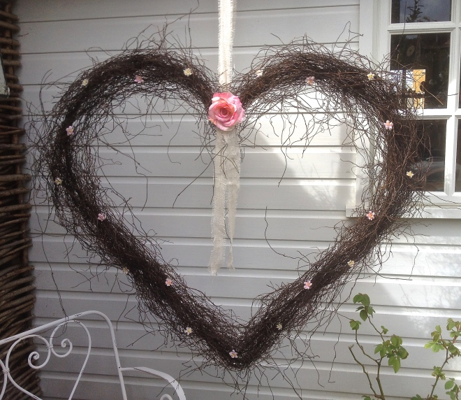 Giant Shabby Chic Heart.JPG