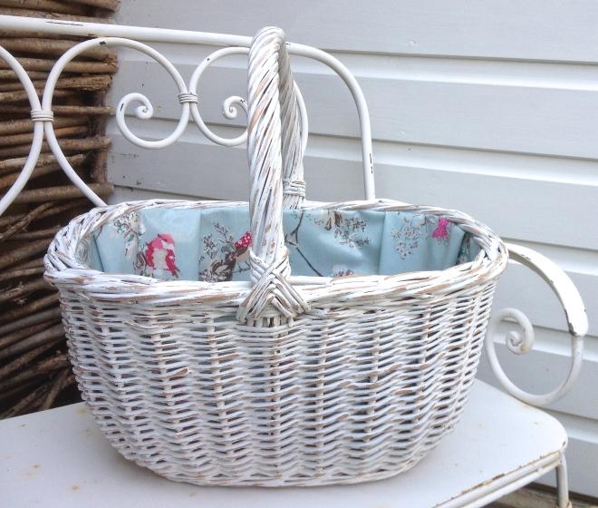 chandeliersandroses.com Vintage Shopping Basket.JPG