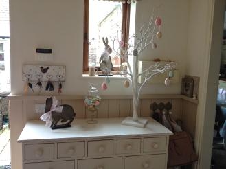 chandeliersandroses.com.JPG